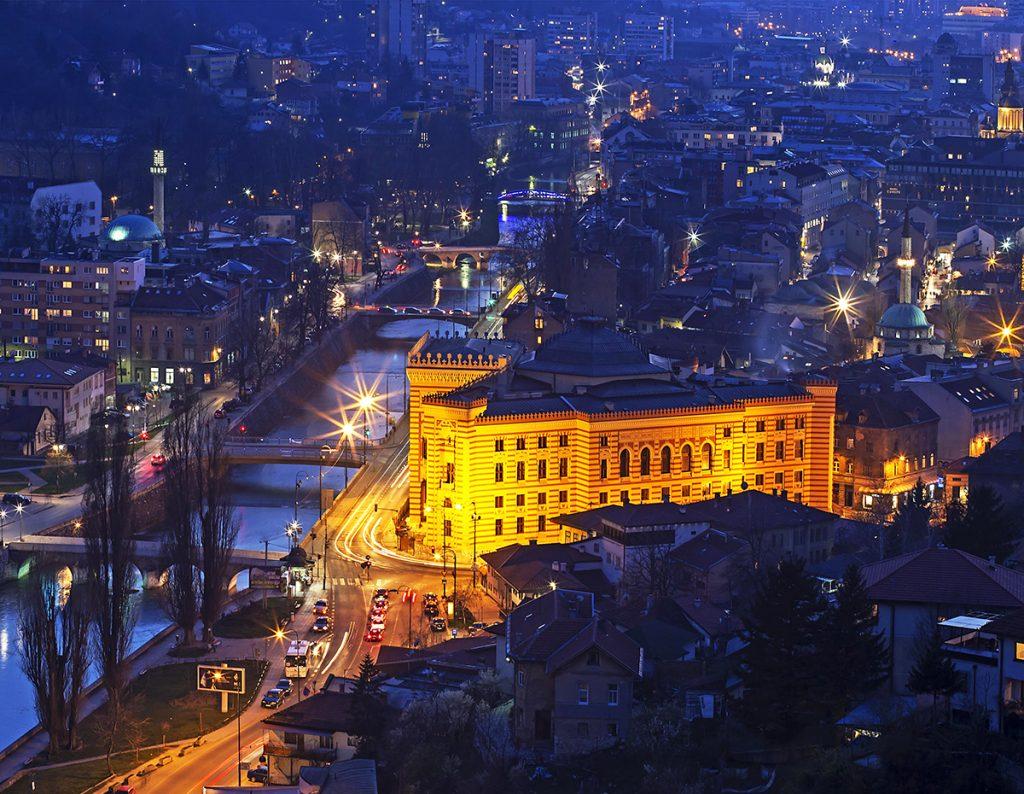 زيارة أماكن سياحية في البوسنة Sarajevo_travel_cover-1024x794